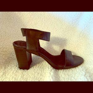 Aerosols A2 sandal; block heel, elastic ankle